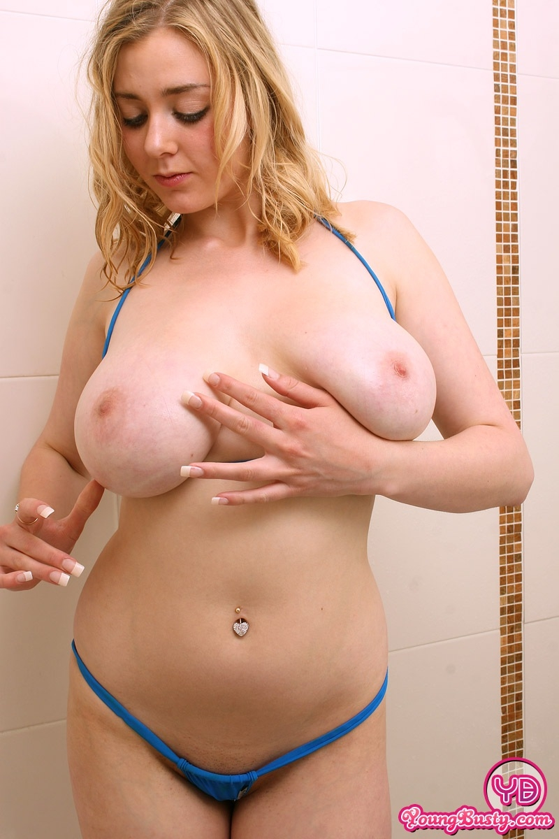 emily 18 showing pussy